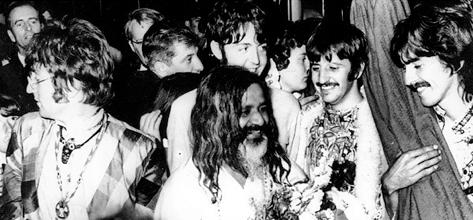 The Beatles bergabung dengan Maharishi Yogi dalam sebuah sesi meditasi akhir pekan, 1967. Hingga akhir hayatnya, George Harrison adalah seorang spiritualis sejati.