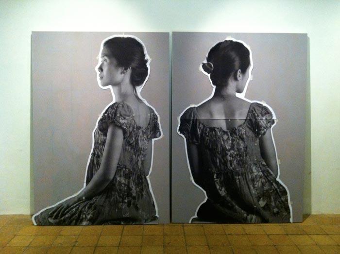 Dua kanvas yang sudah diberi susunan hasil cetakan. Kanvas sebelah kanan bisa dinaikkan sedikit figurnya.
