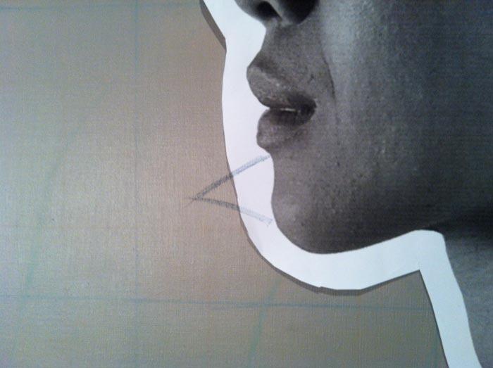 Tanda pada cetakan dan kanvas. Kalau nanti cetakan ditempelkan lagi ke atas kanvas, tanda-tanda itu harus bertemu sepersis mungkin.
